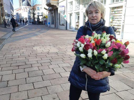 Blumen zum Frauentag am Kugelbrunnen